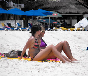 playa-del-carmen-beach-girls